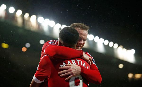 Rooney và Martial cùng nổ súng đưa Man Utd trở lại với chiến thắng. Ảnh: Reuters.