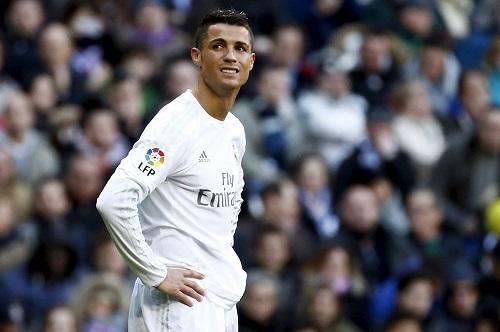 Nỗi thất vọng của Ronaldo trong trận thua ở vòng 26. Ảnh: Reuters.