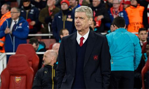 Wenger buồn vì các cầu thủ vẫn ngờ nghệch ở một sân khấu lớn như Champions League. Ảnh: Reuters.