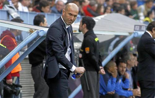 CĐV Real đang đặt hy vọng ít ỏi còn lại vào việc Zidane có thể xoay chuyển cục diện. Ảnh: Reuters