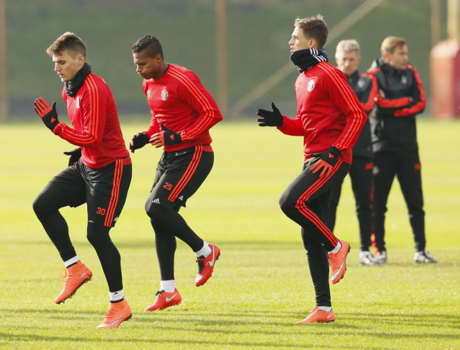 Football Soccer - Manchester United Training - Manchester United Training Ground, Manchester, England - 24/2/16 Manchester United's Guillermo Varela, Antonio Valencia and Adnan Januzaj during training Action Images via Reuters / Jason Cairnduff Livepic EDITORIAL USE ONLY.