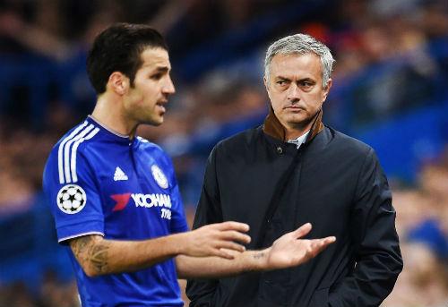 Fabregas đang được Mourinho lôi kéo về Man United