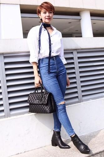 Học mẹo phối quần jeans rách cùng áo sơ mi của sao Việt