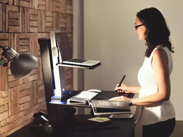 3 rủi ro sức khỏe của việc ngồi lỳ nhiều giờ bên bàn làm việc