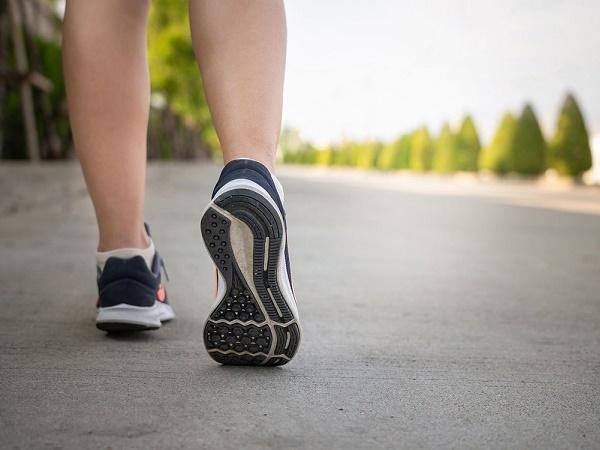 Đi bộ nhiều bắp chân có to không? Cách đi bộ để bắp chân thon gọn